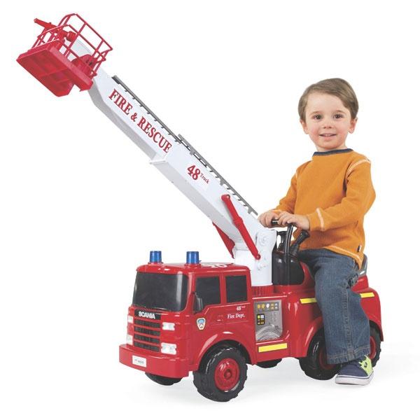 Brannbil med batteridreven brannstige