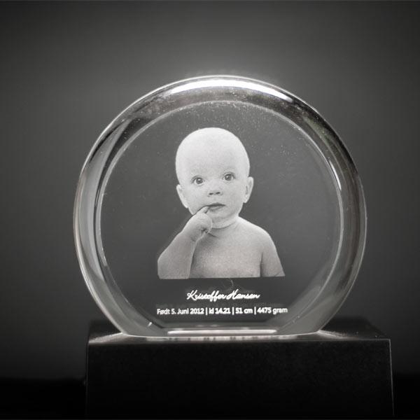 Oval Krystall med 3D motiv